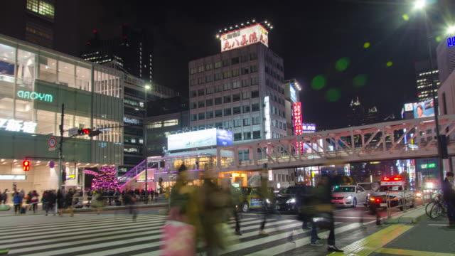 4kチルトダウンタイム経過 :東京の新宿地区の交通 - 斜めから見た図点の映像素材/bロール
