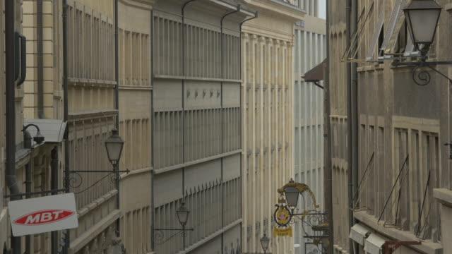Tilt up of buildings on Rue de la Cite