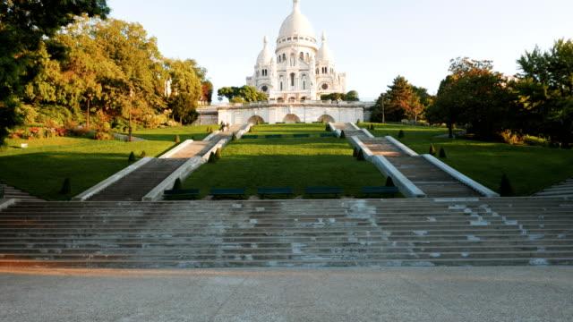 tilta upp skott av sacre coeur, paris - montmatre utsikt bildbanksvideor och videomaterial från bakom kulisserna