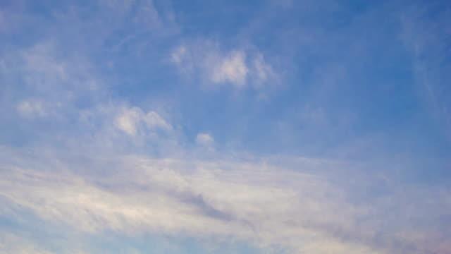 vídeos de stock e filmes b-roll de inclinar-para a linha do horizonte durante o pôr do sol com montanhas blue ridge - inclinação para baixo