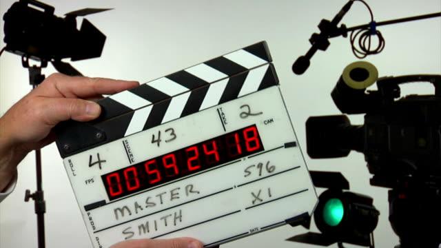 vidéos et rushes de code temporisé clap de cinéma - 3 clapps - ardoise