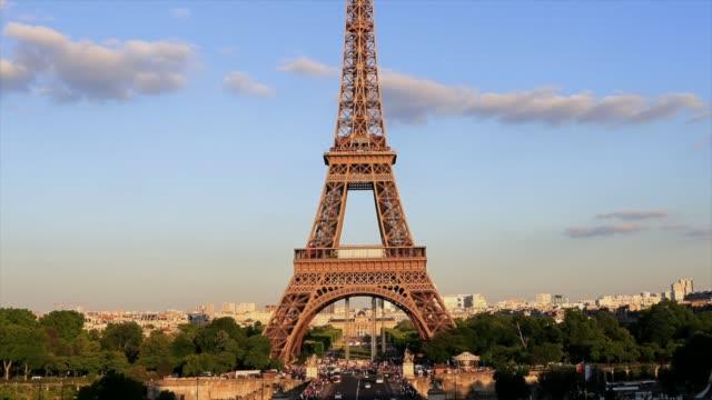 vidéos et rushes de lapes hd time: la tour eiffel à paris, france - tour eiffel
