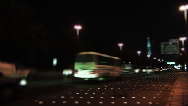 stockvideo's en b-roll-footage met tijdrondjes riyadh, saudi traffic - riyad