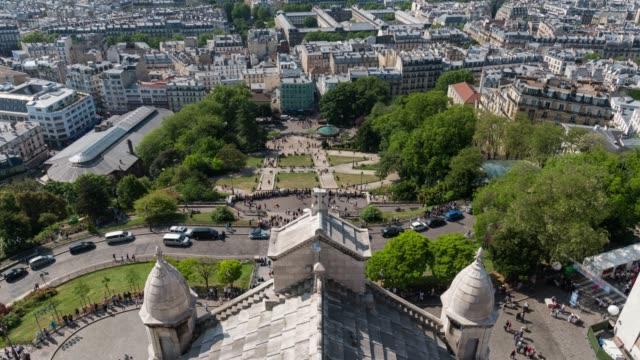 tidsfördröjning: flygfoto över trångt turister på sacre coeur, paris, frankrike - montmatre utsikt bildbanksvideor och videomaterial från bakom kulisserna