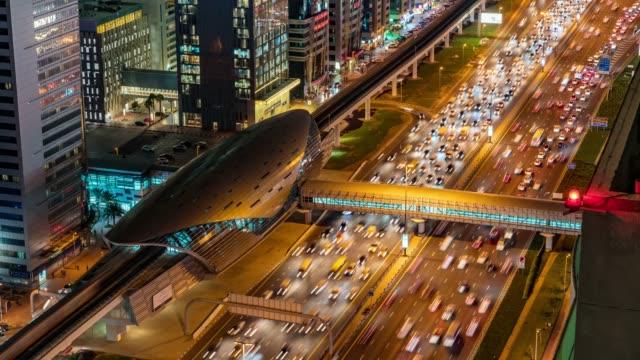 vídeos y material grabado en eventos de stock de vista aérea del lapso de tiempo del tráfico en dubai - avenida