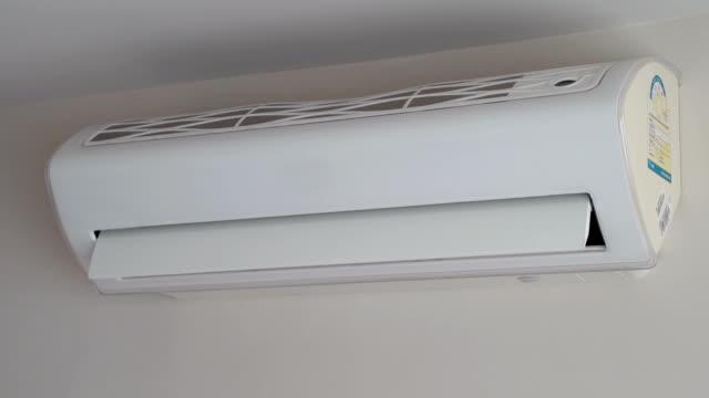 エアコンが動作して、時間の経過 - エアコン点の映像素材/bロール