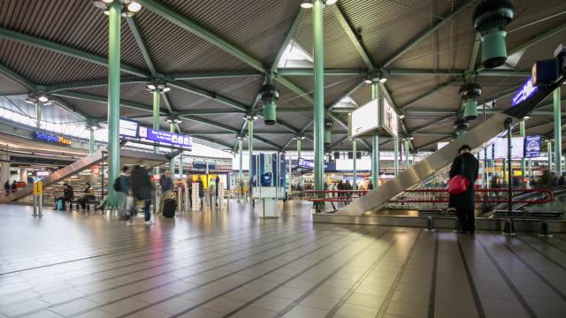 stockvideo's en b-roll-footage met 4k timelapse: amsterdam schiphol luchthaven - schiphol