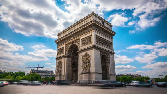 stockvideo's en b-roll-footage met time-lapse: arc de triomphe in parijs - boog architectonisch element