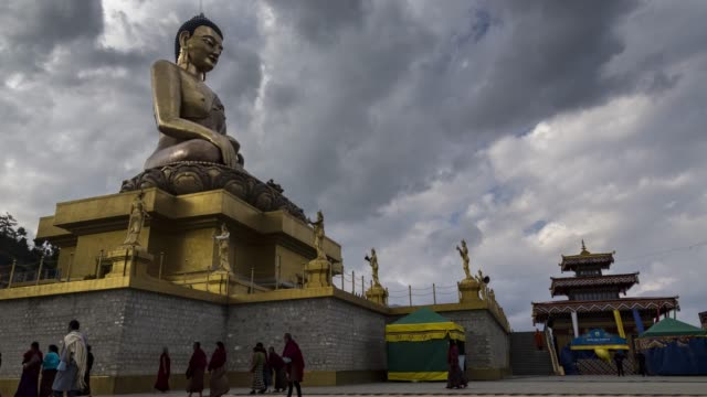 vídeos de stock e filmes b-roll de time lapse at thimphu, bhutan - buda