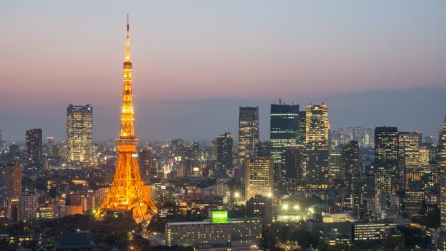 黄昏都市景観の東京タワーでの時間の経過 - 夜明け点の映像素材/bロール