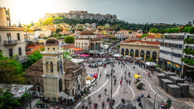 vídeos de stock, filmes e b-roll de lapso de tempo: quadrado de atenas monastiraki e acropolis, greece - atenas grécia