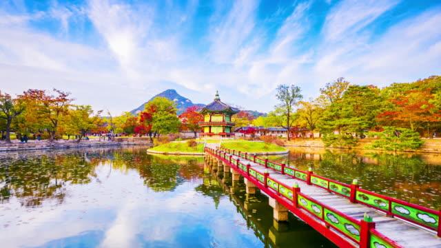 vídeos de stock e filmes b-roll de time lapse autumn of gyeongbokgung palace in seoul ,korea. - seul