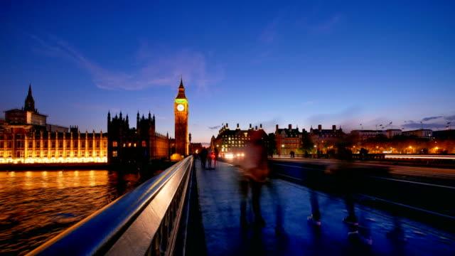 Lapso de tempo de 4K Big Ben e Trafalgar square em Londres, UK - vídeo