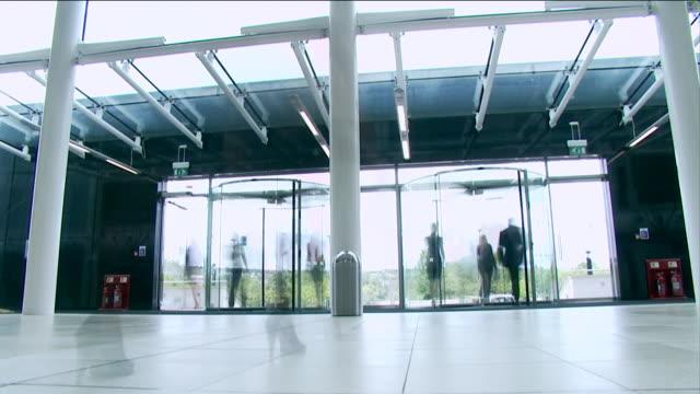 zeitraffer big business-umgebung - reisebüro stock-videos und b-roll-filmmaterial