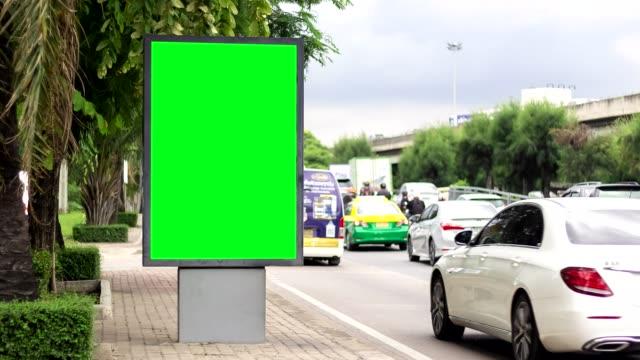 tid förflutit, billboard green screen city side gatu skyltar. - empty plate bildbanksvideor och videomaterial från bakom kulisserna