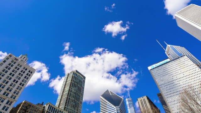 4K UHD Time Lapse : Building and blue sky at Chicago town.