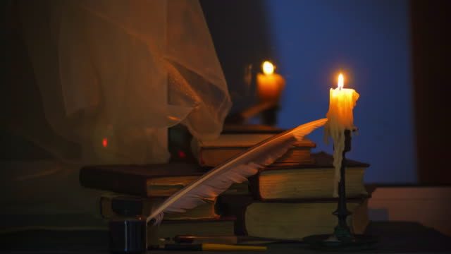 stockvideo's en b-roll-footage met tijd lapse kaars en oude boeken op moment van de nacht. close-up. filmische kleurcorrectie - klooster
