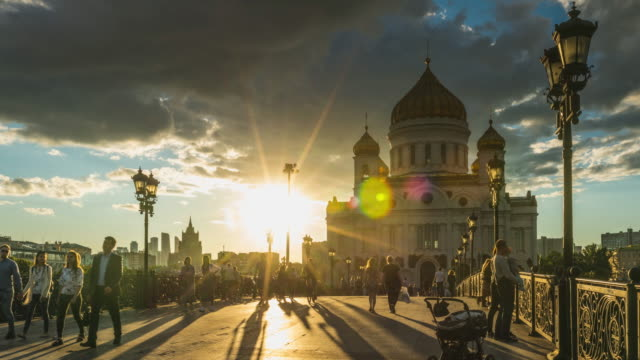 4k time lapse - cathedral of christ the saviour. famous place of moscow. russia. - rosja filmów i materiałów b-roll