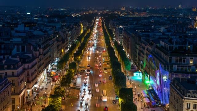 Time Lapse : Champs-Élysées Night Traffic, Paris, France