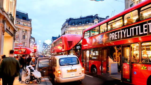 vidéos et rushes de 4k time-lapse noël & shopping sur oxford street, londres - mode londres