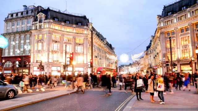 オックスフォード ・ ストリート、ロンドンに 4 k の時間経過クリスマス ・ ショッピング - ロンドンのファッション点の映像素材/bロール