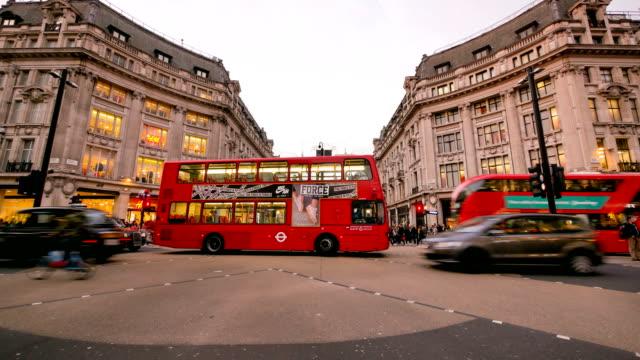 Lapso de tiempo de 4K Navidad y compras en Oxford street, Londres - vídeo