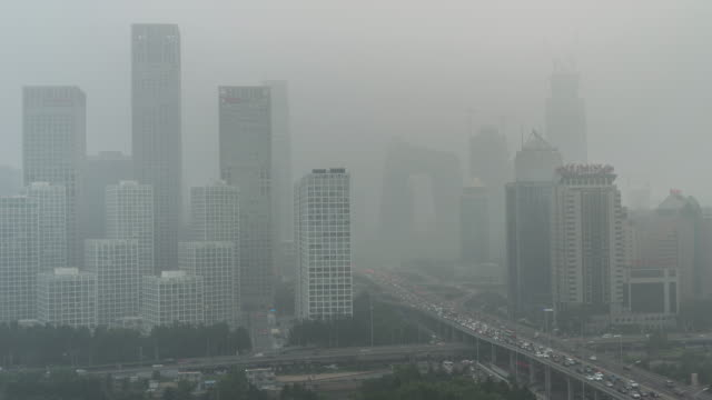 stockvideo's en b-roll-footage met time lapse-stad onder beleg-beijing luchtverontreiniging - luchtvervuiling