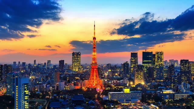 stockvideo's en b-roll-footage met 4 k. time lapse cityscape op stad tokio met tokyo tower in japan - tokio kanto