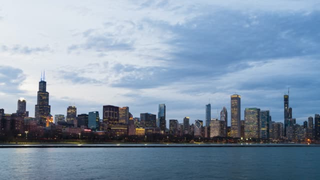4K UHD Time Lapse : Cityscape of urban skyline Chicago city along Michigan Lake, Day to Night Sence of Chicago skyline, Illinois USA. 4K UHD Time Lapse : Cityscape of urban skyline Chicago city along Michigan Lake, Day to Night Sence of Chicago skyline, Illinois USA. chicago architecture stock videos & royalty-free footage