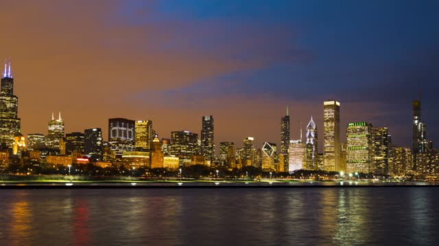 4K UHD Time Lapse : Cityscape of urban skyline Chicago city along Michigan Lake, Day to Night Sence of Chicago skyline, Illinois USA.