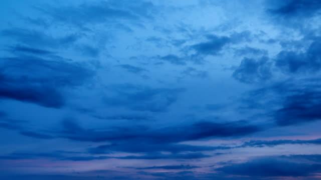 vídeos de stock, filmes e b-roll de nuvem de lapso de tempo - só céu