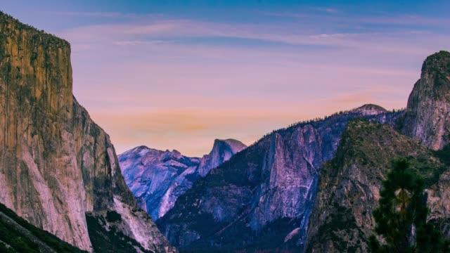 時間の経過 - ヨセミテ渓谷 - 4 k 移動する雲 - カリフォルニアシエラネバダ点の映像素材/bロール