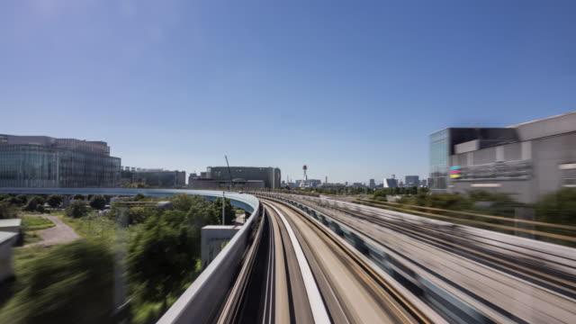 vídeos de stock, filmes e b-roll de intervalo de tempo-trem veloz em tóquio - perspectiva espacial