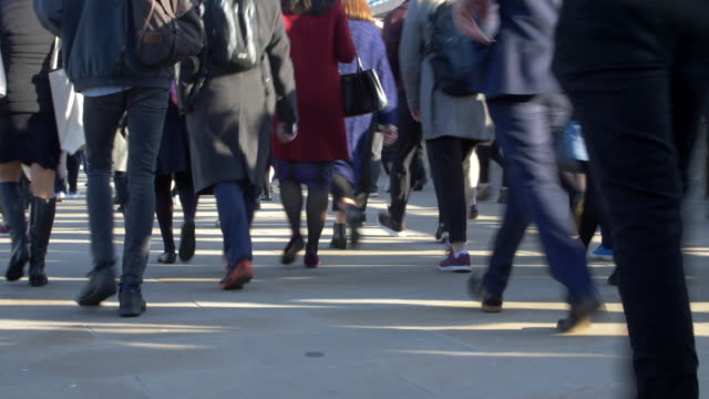 time lapse, commuters walking, low angle. rear view. 12fps - pedone ruolo dell'uomo video stock e b–roll