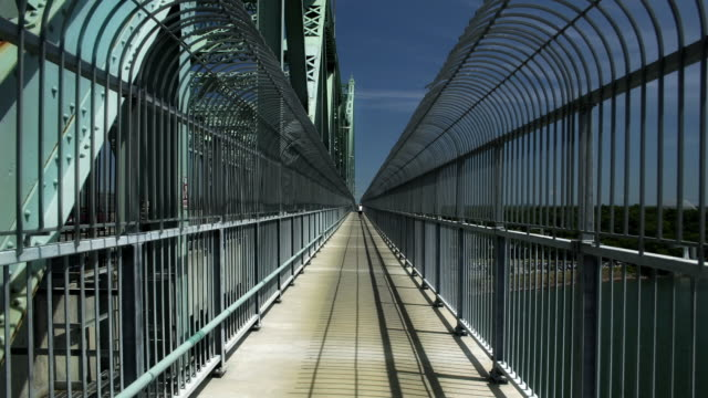 Time Lapse, Crossing a Bridge (Jacques Cartier) video