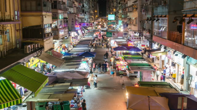 Time Lapse: Crowd of people visit traditional local market shopping street at mong kok district. - vídeo