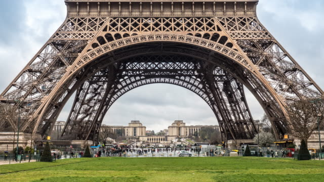 Time Lapse Crowd of tourist under Eiffel tower in Paris with Rain Zoom in effect, 4K(UHD)