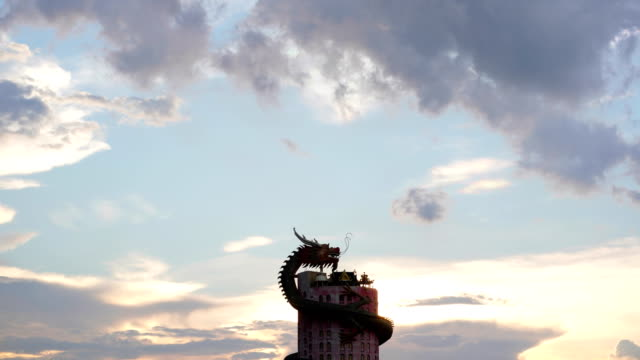 Time lapse: Dragon at cloud sunset