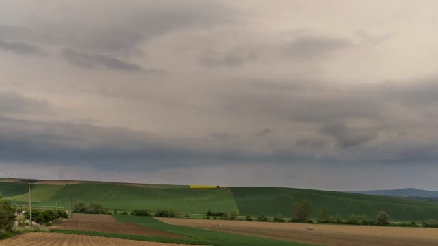 vídeos de stock e filmes b-roll de time lapse footage of beautiful landscape. - terra cultivada