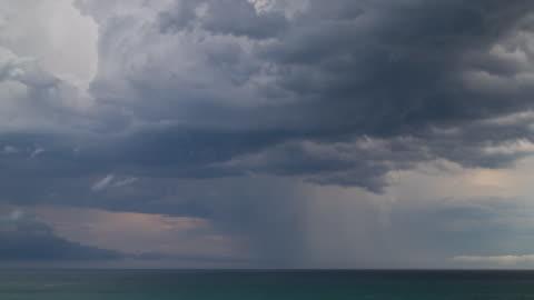 vidéos et rushes de time lapse footage of storm over ocean - ciel couvert