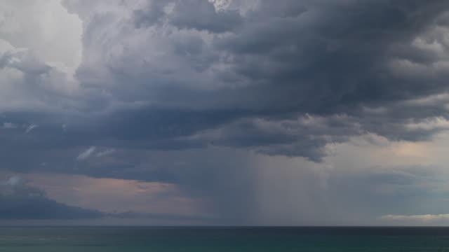 stockvideo's en b-roll-footage met time lapse beelden van storm over ocean - bewolkt