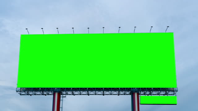 time lapse : green screen of billboard on blue sky - insegna commerciale video stock e b–roll