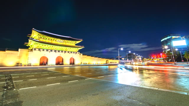 4K, Time lapse  Gyeongbokgung palace in Seoul city and traffic at night of South korea 4K, Time lapse  Gyeongbokgung palace in Seoul city and traffic at night of South korea gwanghwamun gate stock videos & royalty-free footage