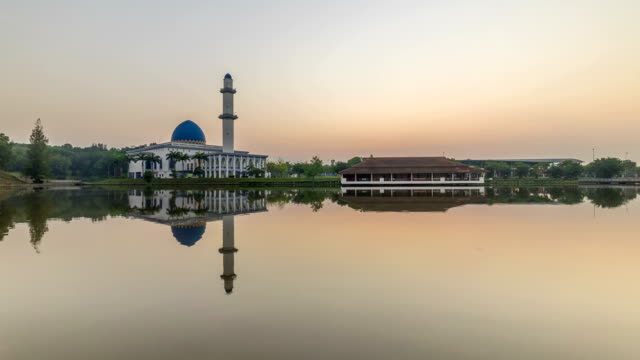 Time lapse HD Footage of a beautiful Sunrise At UNITEN Mosque, Putrajaya video