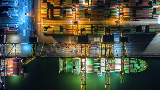 stockvideo's en b-roll-footage met 4k, time lapse industriële haven met containers van bovenaanzicht of luchtfoto. het is een import en export cargo port waar is een onderdeel van shipping dock en exportproducten wereldwijd - perzische golfstaten