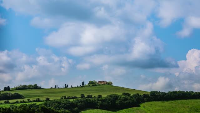 time lapse - rolling hills ile i̇talya toskana manzara - 4k - toskana stok videoları ve detay görüntü çekimi