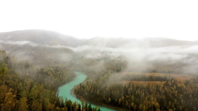 時間経過かなまじりリバービュー、新疆, 中国 - アルタイ自然保護区点の映像素材/bロール