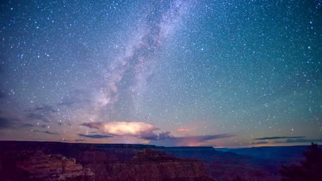 zeitraffer-milchstraße galaxy über grand schlucht - grand canyon stock-videos und b-roll-filmmaterial