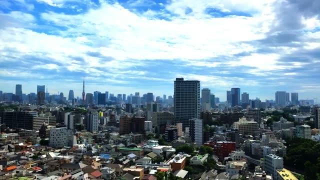 時間の経過-東京のスカイライン上空のムーディーズ・スカイ - 屋根点の映像素材/bロール