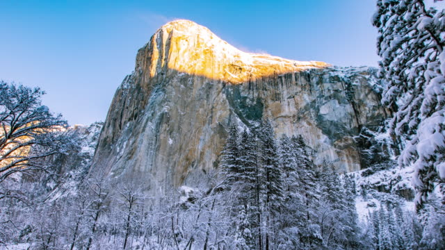 Time Lapse - Morning Sunrise on El Capitan in Yosemite National Park - 4K